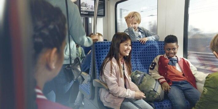 Schüler im Zug