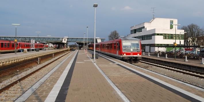 Züge am Bahnsteig