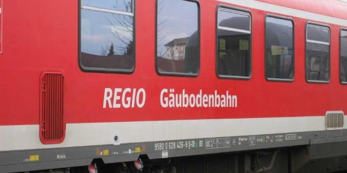 Zug der Gäubodenbahn