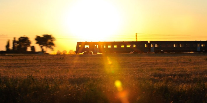 Bahn im Sonnenuntergang
