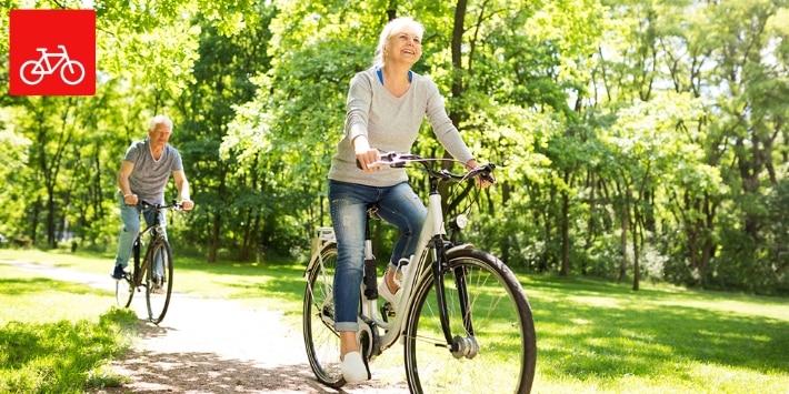 Fahrradfahrer im Grünen