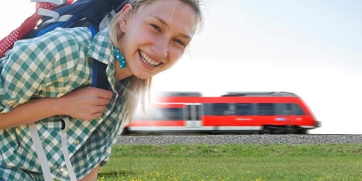 Wanderin mit Zug