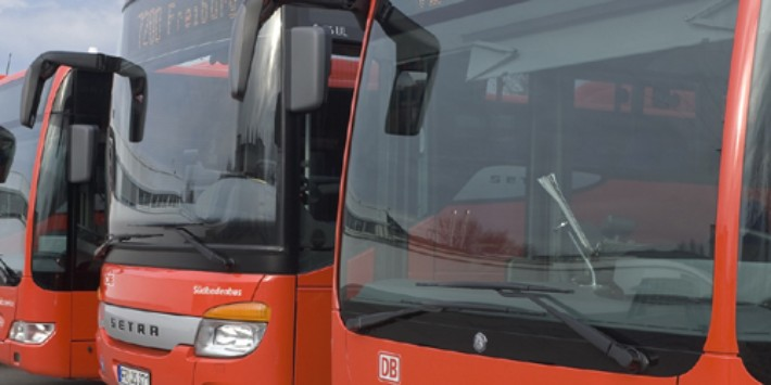 DB Regio Busse auf Busparkplatz