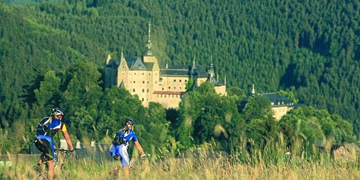 Mountainbiken oberhalb der Burg Lauenstein