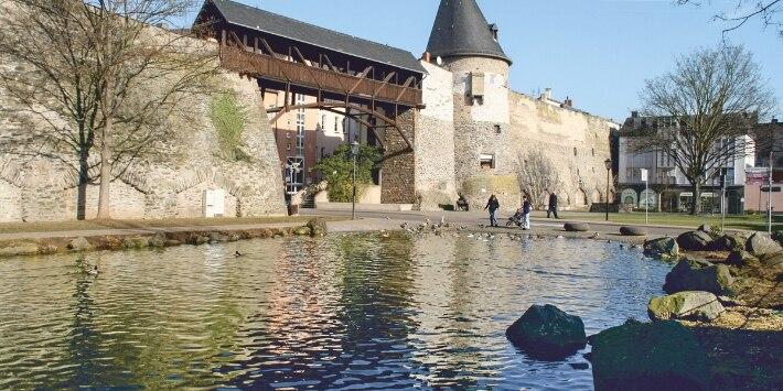 Mauer mit Turm