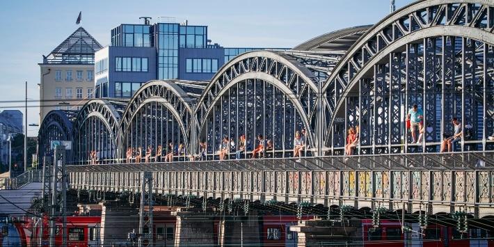 Sommerliches Treiben auf der Hackerbrücke