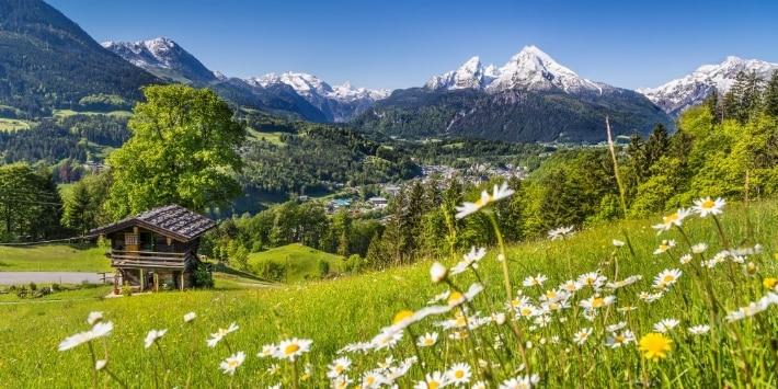 Landschaft mit Bergen in Bayern