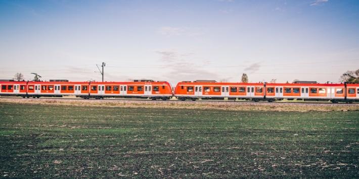 S-Bahn-Fahrt im Grünen