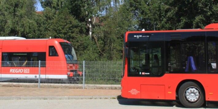 Zug und Bus