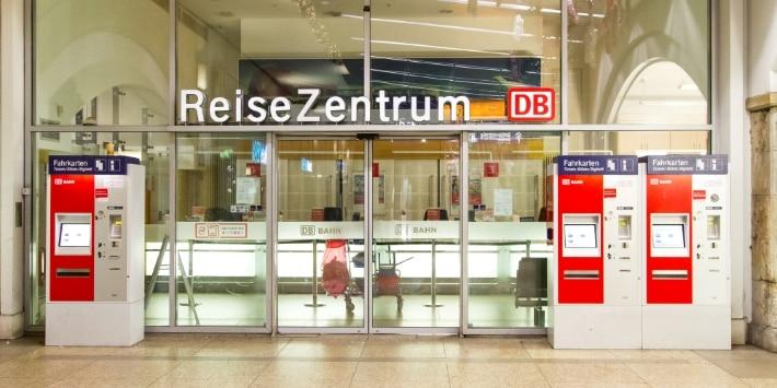 Service Center in Berlin am Alexanderplatz.