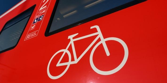 Fahrradsymbol auf Regionalzug