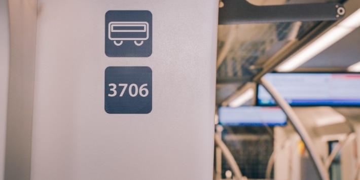 Wagennummer am Wagenübergang