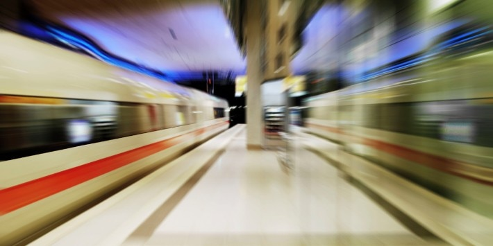 Bahnsteig Bahnhof Köln/Bonn Flughafen mit ICE