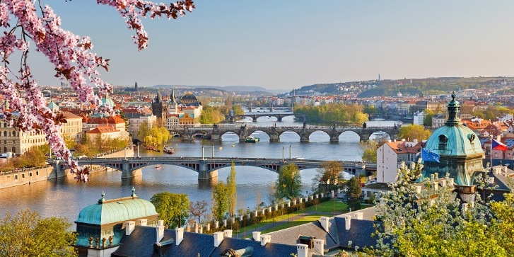 Blick über die Moldau auf Prag