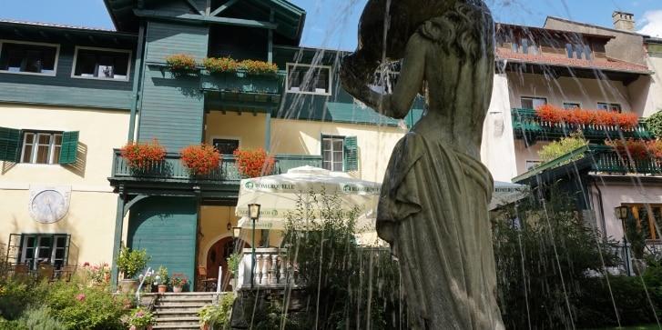 Hotel Pacher, Garten mit Brunnen