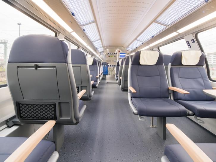 Main-Ried-Express innen, Sitze, Beleuchtung
