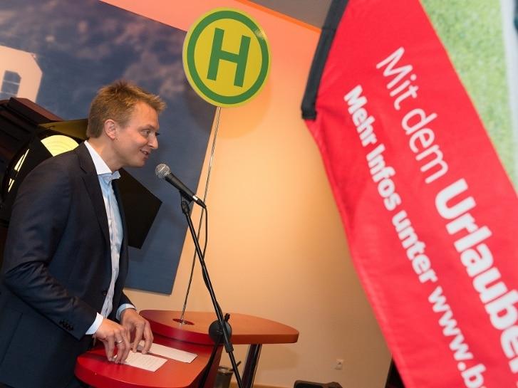 Dr. Arne Schneemann am Rednerpult
