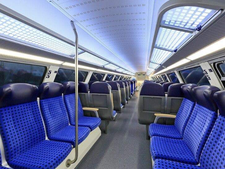 Fahrgastraum im Obergeschoss des Bombardier Twindexx-Triebkopfes 445 053
