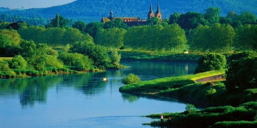 Blick auf Corvey von der Weser aus