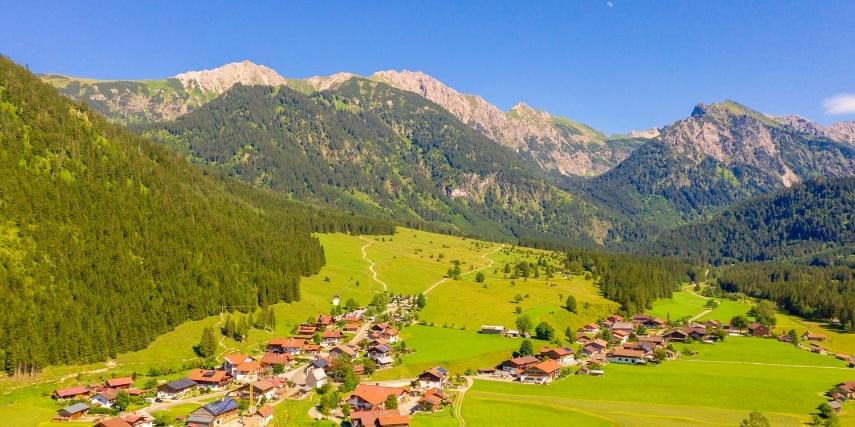 Landschaft mit Bergen 2