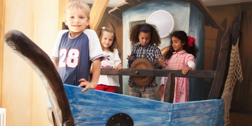 Kinder auf Arche Noah