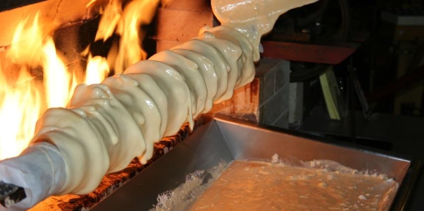 Backen des Baumkuchens