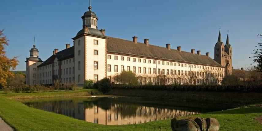 Gesamtansicht Schloss Corvey mit dem Westwerk im Hintergrund