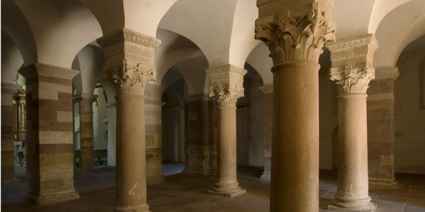 Das gewölbte Quadrum in der karolingischen Eingangshalle des Westwerks