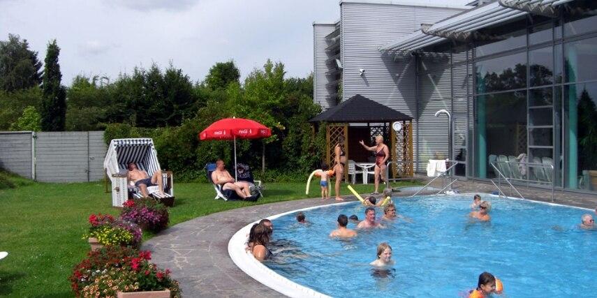 Außenbecken im Freizeitbad Arobella
