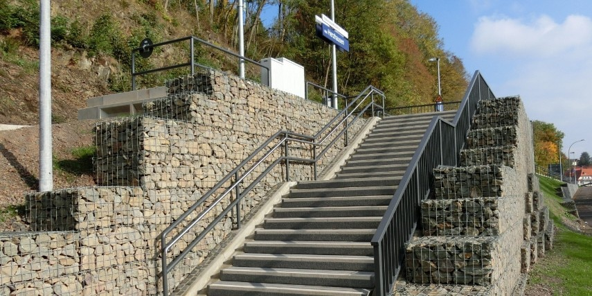 Treppenzugang ZOB zum Nationalparkbahnhof Vöhl-Herzhausen
