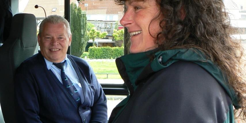Nationalpark-Ticketbus mit Rangerin