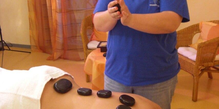 Hot Stone Massage im Freizeitbad Arobella