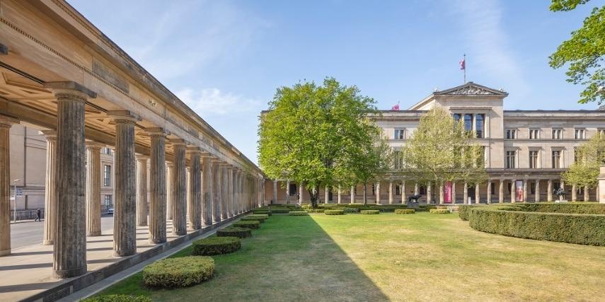 Museum Berlin Säulengang