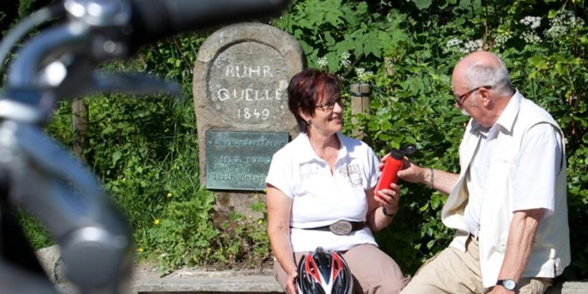 Fahrradfahrer an der Ruhr Quelle