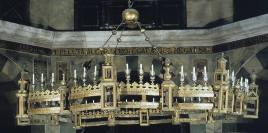 Barbarossaleuchter im Aachener Dom