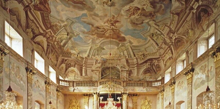 Blick auf die Thronwand des Ordenssaals.