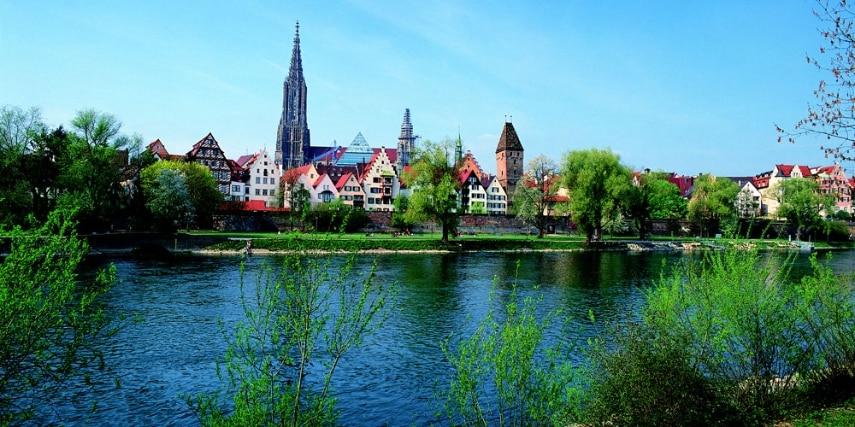 Blick von Neu-Ulm über die Donau auf die Ulmer Altstadt.