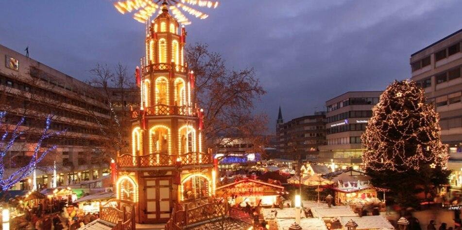 Weihnachtsmarkt mit Weihnachtspyramide