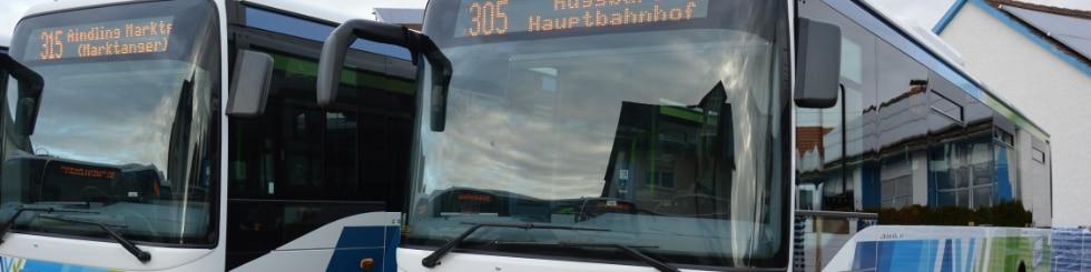 AVV-Busse auf Parkplatz