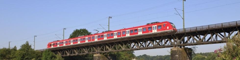 S-Bahn Baureihe ET 422 auf der Essen-Steele Ruhrbrücke