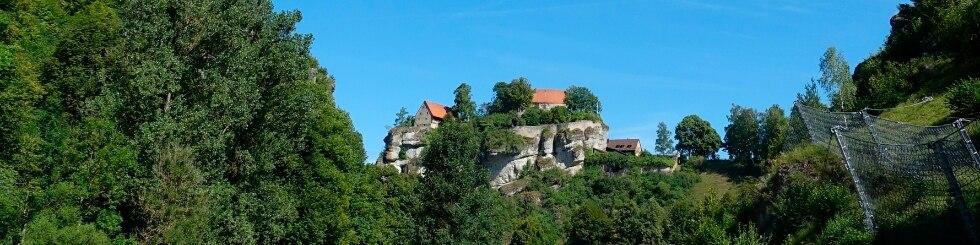 Radfahrer vor Burg in Kulmbach