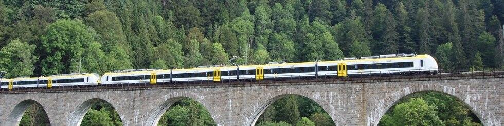Zug auf Ravenna-Brücke
