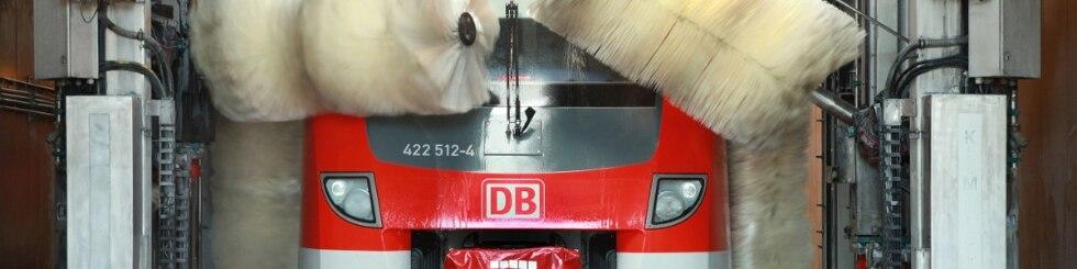 Waschanlage in Essen mit Zug ET 422 bei der Reinigung