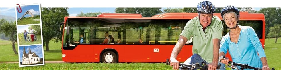 Ältere Radfahrer vor Fahrradbus