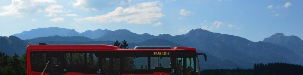 Regionalverkehr Allgäu vor Bergkulisse