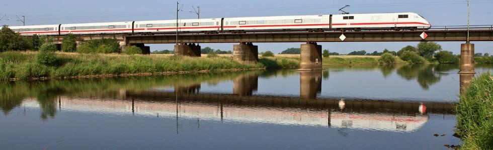ICE 2 von Bremen nach München auf der Allerbrücke