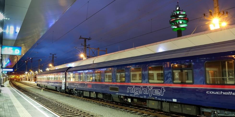 Women travelling in a ÖBB Nightjet sleeper