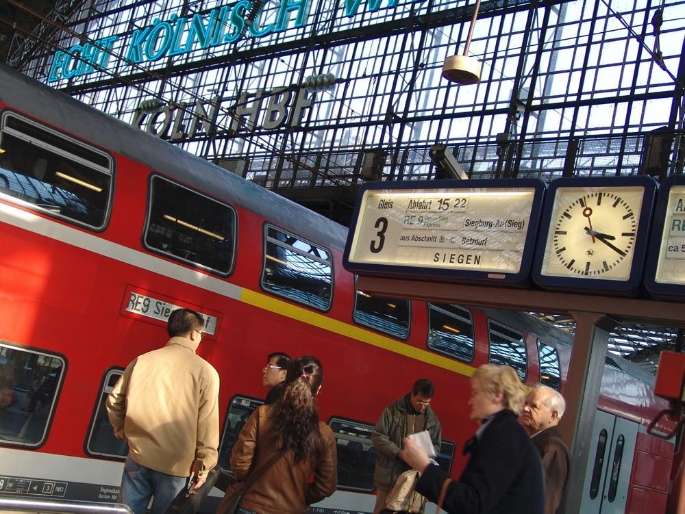 Köln Hbf mit RegionalExpress (RE)