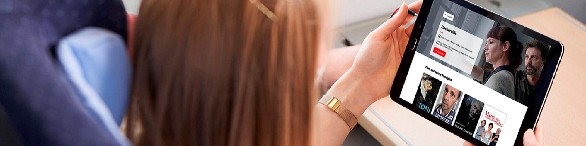 Tablet und Smartphone bilden ICE Portal ab