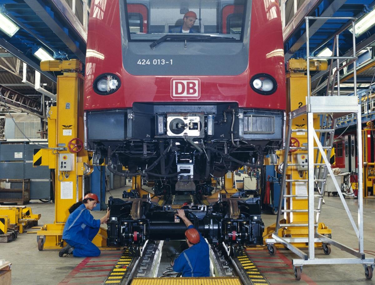 Werk Krefeld - Revisionsarbeiten am elektrischen Triebwagen Baureihe 424 013